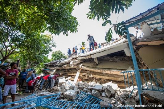 """Erdbeben in Haiti: Tropischer Sturm """"Grace"""" verschärft die Lage / Hilfsorganisationen im Bündnis """"Aktion Deutschland Hilft"""" verteilen Wasser, Lebensmittel und unterstützen bei Rettungsarbeiten"""
