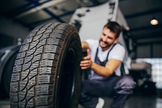 Von O bis O und rückenfroh / So gelingt der Reifenwechsel schmerzfrei