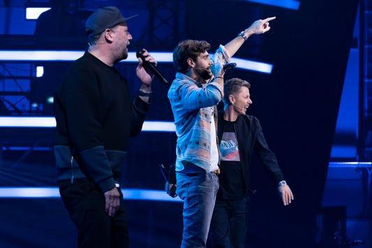 """""""MC Alvi! Was geht ab?!"""" Coach Alvaro Soler fordert die """"Fantastischen 2"""" zum Rap-Battle – in den zweiten Blind Auditions von """"The Voice Kids"""" am Samstag in SAT.1"""