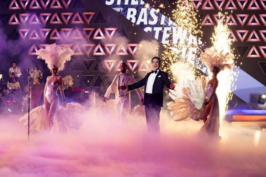 """Show stehlen, aber mit Stil: Bastian Pastewka moderiert am Dienstag """"Wer stiehlt Bastian Pastewka die Show?"""" auf ProSieben"""