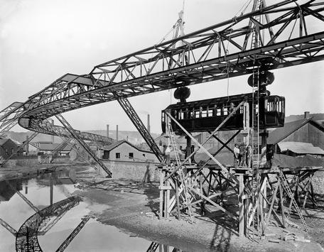 Kaiser Wilhelm II verhinderte Bau in Berlin / Wuppertaler Schwebebahn feiert 120. Geburtstag