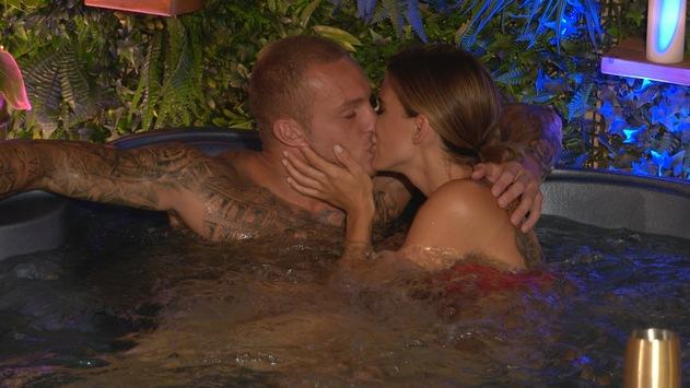"""""""Love Island"""": / Andrina und Martin weihen die Private Suite ein!"""