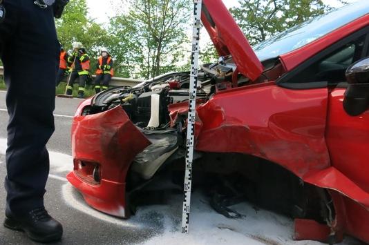 UnfallStockheim2 POL-DN: Zusammenprall in der Kurve bei Stockheim Polizei