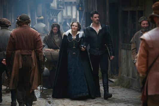 """Eine Hexe und ein Vampir auf Zeitreise: Staffel zwei des Sky Originals """"A Discovery of Witches"""" im Januar bei Sky"""
