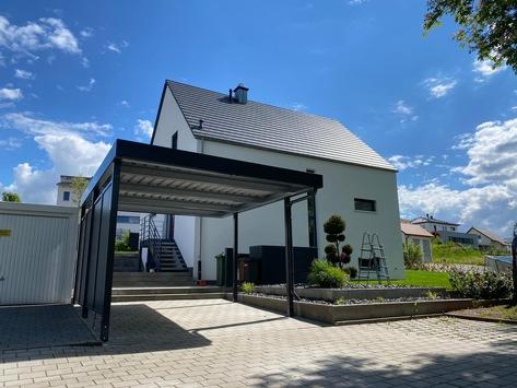 Carport mit transparenter Dacheindeckung München