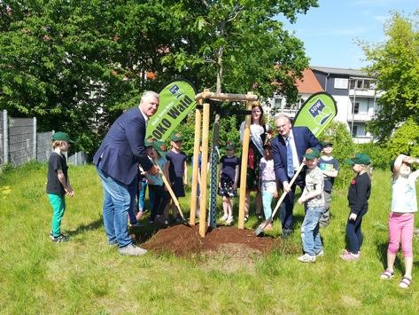 Einheitsbuddeln: Pflanze einen Baum – für die Einheit und die Umwelt!