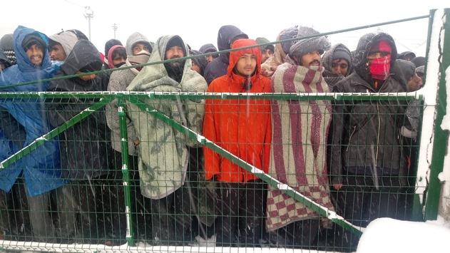 Flüchtlinge in Bosnien – Help leistet Nothilfe nach Brand im Flüchtlingslager Lipa