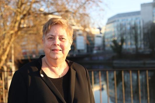 Internationaler Frauentag: Rückfall in alte Rollenmuster mit aller Macht verhindern / SoVD-Bundesfrauensprecherin fordert mehr Plätze in Frauenhäusern