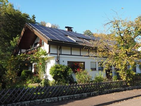 Photovoltaik Anlagen Hamburg Altona & Eimsbüttel – Top-Fachmann Jürgensen aus Hamburg bringt Licht für Sie in den Dschungel der Photovoltaik