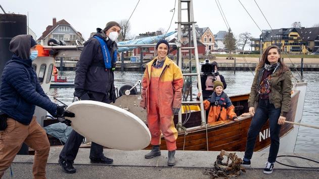 """Das Erste / Dreharbeiten für """"Ein toller Fang"""" (AT): Warmherzige Tragikomödie mit Anneke Kim Sarnau im Zentrum einer Ostseeküstenfischer-Familie"""
