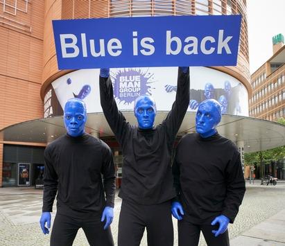 """Endlich wieder live: """"Blue Man Group"""" startet in Berlin nach Corona-Zwangspause / Kultshow feiert 6.000 Vorstellung am Potsdamer Platz"""