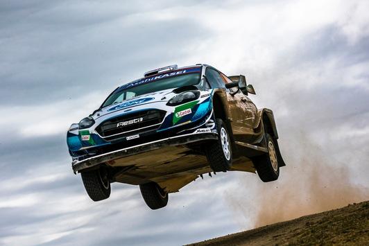 Junge Fahrer von M-Sport Ford wagen sich bei Safari-Rallye Kenia im Fiesta WRC auf unbekanntes Terrain