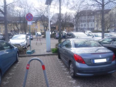 SBHoeschplatz POL-DN: Sachbeschädigung auf dem Hoeschplatz Polizei