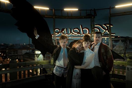 """Willkommen im """"Eldorado KaDeWe"""" (AT): Julia von Heinz dreht spektakuläres Serien-Epos über das glamouröseste Kaufhaus der Welt"""