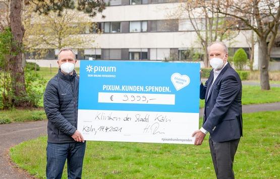 Kölsche Summe für Corona-Helfer: Pixum spendet im Namen seiner Kunden 9.999 Euro an die Kliniken Köln