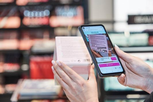 Innovatives und kontaktloses Bezahlsystem Scan & Go von shopreme im ersten Douglas Innovation-Flagship-Store in München
