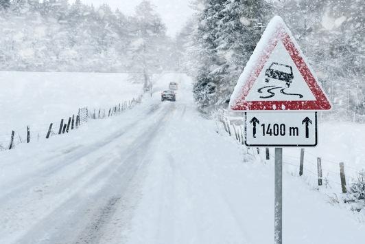 Am Wochenende drohen Unwetter / Schneesturm, Dauerregen und 15 Grad / Örtlich 20 bis 40 Zentimeter Neuschnee