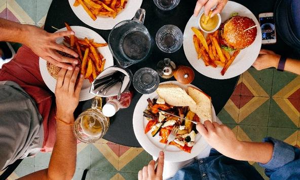 Studie zum Welternährungstag 2021: Nicht einmal jede:r Zweite ernährt sich bewusst ausgewogen und gesund