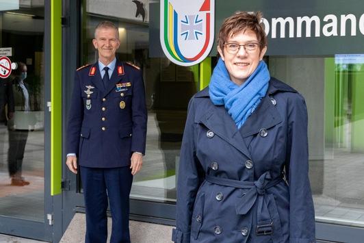 Verteidigungsministerin Kramp-Karrenbauer besucht Kommando Streitkräftebasis