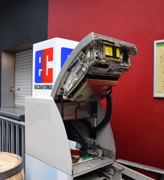 POL-AC: Einbruch in Diskothek – Bargeld aus Geldautomaten gestohlen – Täter flüchtig