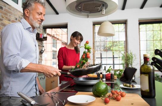 Weg mit dem Bauchfett: So gelingt´s / Wer seine Ernährung umstellt und sich im Alltag mehr bewegt, senkt sein Risiko für ernste Erkrankungen