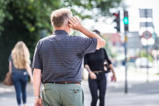 Ältere Menschen im Straßenverkehr besonders gefährdet / Wer gut hört, senkt sein Unfallrisiko