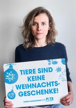 """Schauspielerin Karin Hanczewski appelliert mit PETA-Motiv und Video an Verbraucher: """"Tiere sind keine Weihnachtsgeschenke!"""""""