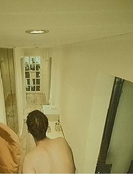 Im Krankenhaus und zuhause duscht ein Fremder? / Smartes Alarmsystem entlarvt dreisten Hausbesetzer