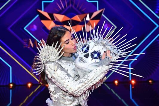 """Mit dem Skelett in den Quoten-Himmel: 51,3 Prozent sehen die Demaskierung im """"The Masked Singer""""-Finale / Sarah Lombardi gewinnt die ProSieben-Show"""