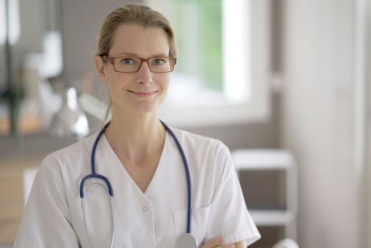 Zum Tag der Pflege am 12. Mai: Datenanalyse von Jobplattform JOBMATCH.ME zeigt Chancen und Schwächen der Pflegebranche