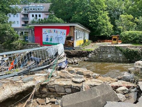 """""""Menschen brauchen Menschen e. V."""" und DVAG machen sich stark / Über 650.000 Euro für die Opfer der Flutkatastrophe"""