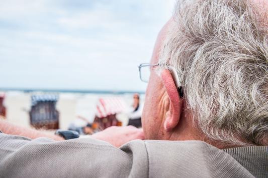 Pflege-Tipps vom Hörakustiker / Sommer, Sonne und Hörsystem