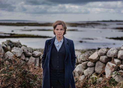 """Das Erste / """"Der Irland-Krimi"""": Zwei hochspannende neue Filme mit Désirée Nosbusch in der Hauptrolle / """"Das Verschwinden"""" am 25. März und """"Vergebung"""" am Gründonnerstag, 1. April 2021"""
