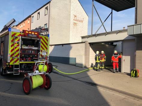 FW-GE: Feuer in Metzgereibetrieb in Gelsenkirchen Erle