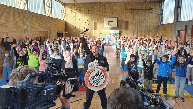 """Tom Lehel's """"WIR WOLLEN MOBBINGFREI!!"""" / Präventionsprogramm begeistert Grundschulen in Schifferstadt und Rheingönheim"""