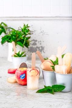 Sommerliche Erfrischung mit Apfel-Popsicles