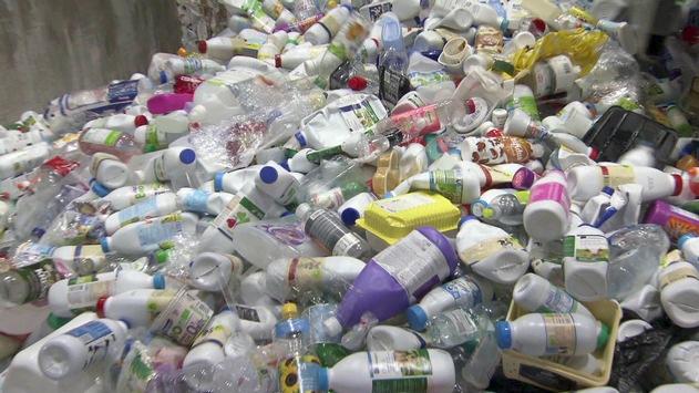 """Wo bleibt der Plastikmüll? 3sat zeigt Schweizer Doku """"Das dreckige Geschäft mit Plastik"""""""