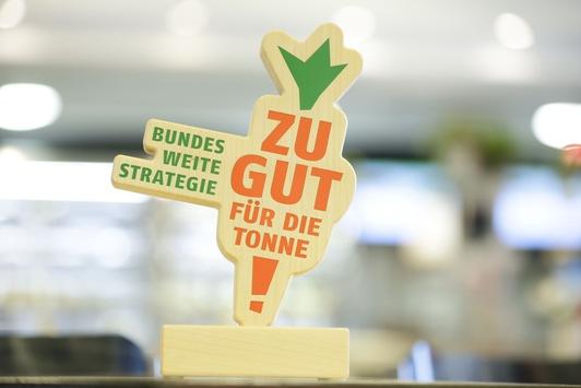 """Kampf gegen Lebensmittelverluste: Danone Online Clearance Sales Shop gewinnt """"Zu gut für die Tonne"""" Auszeichnung der Bundesregierung"""