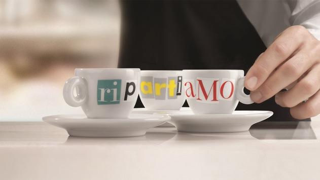 RipARTiAMO: Zur Feier der Wiedereröffnung lädt illy auf einen Kaffee ein – serviert in der neuen Designertasse von Matteo Attruia