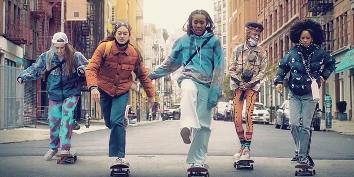 """Sie skaten wieder durch New York City: Sky präsentiert die zweite Staffel der HBO-Serie """"Betty"""" ab 25. August"""