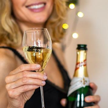 """""""Celebrate Life""""-Studie: / Cheers: Nächstes Jahr wird alles besser! / Wie die Deutschen dieses Jahr Weihnachten und Silvester genießen"""