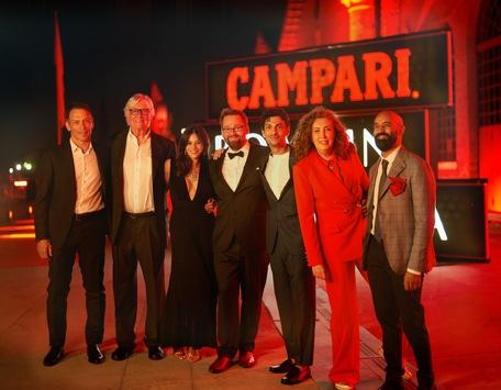 Campari feiert Premiere des Filmprojekt Fellini Forward auf dem 78. Internationalen Filmfest in Venedig / Das Projekt spürt mit künstlicher Intelligenz dem kreativen Genie Federico Fellini nach
