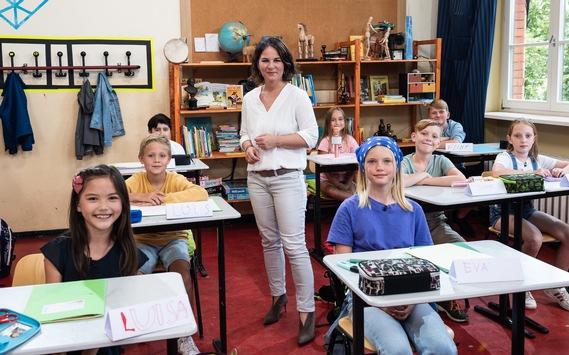 """Kinder fragen, Kandidat:innen antworten. In der SAT.1-Fragerunde """"Kannste Kanzleramt?"""" müssen sich Baerbock, Laschet und Scholz am Donnerstag im Schüler:innen-Check beweisen"""