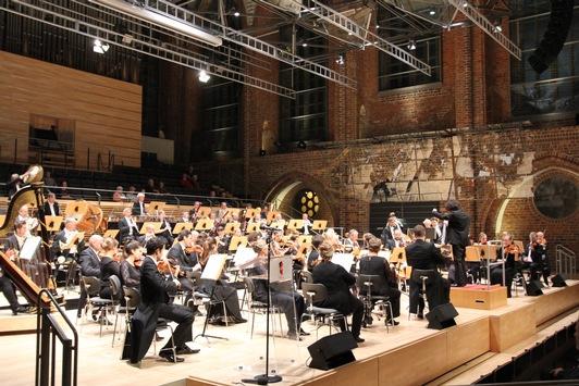 POL-NB: Musikalische Hilfe für Vereine – Zauberhaftes Benefizkonzert in Konzertkirche