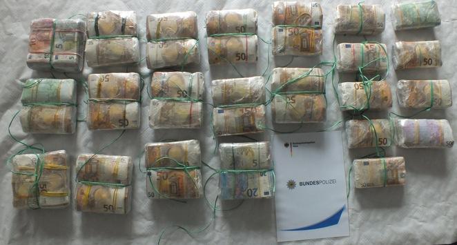 BPOL NRW: Bundespolizei stellt 714.900 Euro Bargeld auf der Autobahn A 61 bei Mönchengladbach sicher