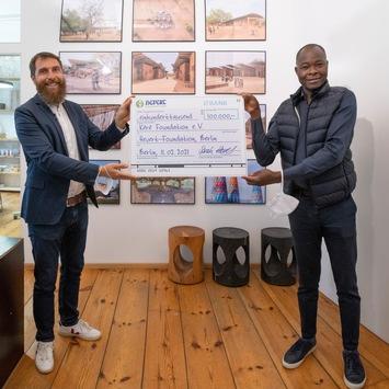 Hevert-Foundation setzt Unterstützung des Gando-Schulprojekts mit 100.000 Euro-Spende fort