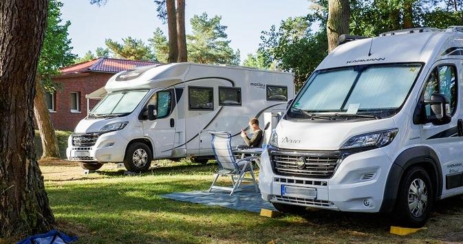 Camping bleibt 2021 trotz Corona auf Wachstumskurs / Momentan noch Zurückhaltung bei Buchungen / Sprunghafter Anstieg der Online-Nachfrage erwartet / Stornierung bei Wohnmobilvermietung jederzeit möglich