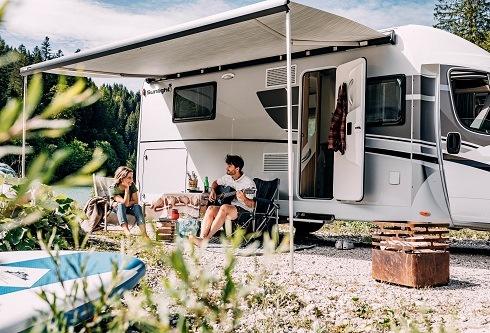 Last-Minute-Ziele für Camper in der Hochsaison – online reservieren / Freie Plätze bei PiNCAMP direkt buchbar /Buchungslücken der ADAC Wohnmobilvermietung nutzen / Auf Campingplätzen mit der CKE sparen