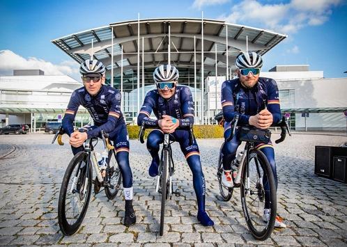 Expo Real 2021: Best Place Racing Team bringt Expobiker nach München und spendet 5.000 Euro