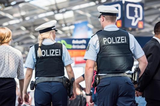 BPOL NRW: Offener Haftbefehl wegen Erschleichens von Leistungen – Festnahme durch Luftsicherheitsstreife der Bundespolizei